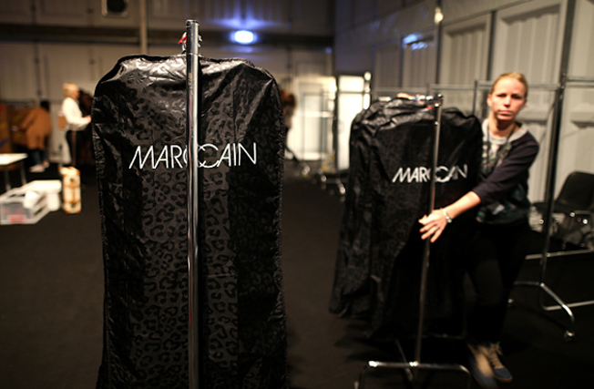 MarcCain-VelvetAffairs-AW16-Kate-Glitter-M